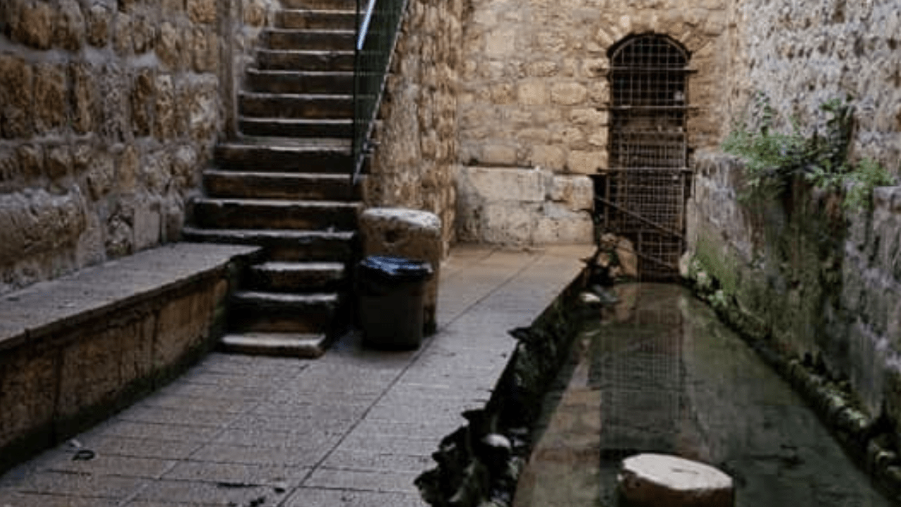 hezekiahs tunnel-min